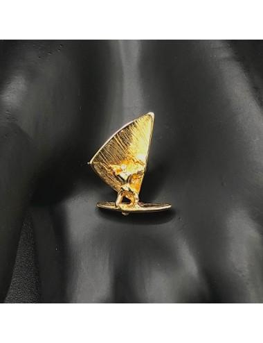 Spilla da giacca con surfista in oro giallo